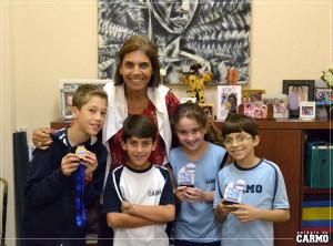 Enxadristas do Carmo comemoram vitória junto a diretora pedagógica Renata Gaia