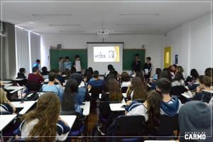 """Alunos apresentando seu projeto de história: """"A ditadura de Stalin"""""""